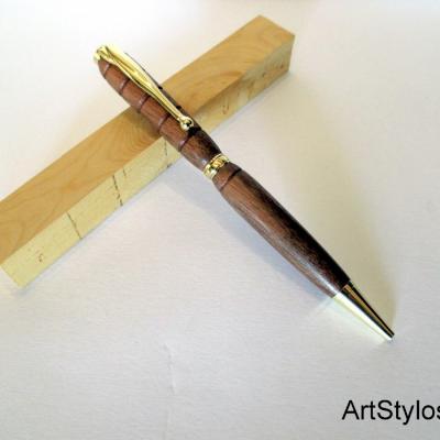 Stylo bille en bois de Noyer