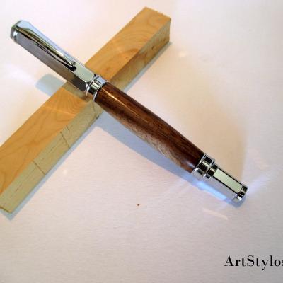 Stylo roller en bois de Noyer
