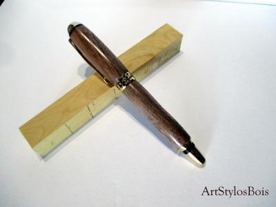 Stylo plume en bois de Noyer