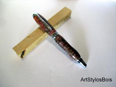 Stylo roller en bois de pignes de pins et résines