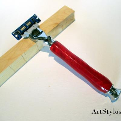Rasoir Gilette Mach 3 en résine rouge
