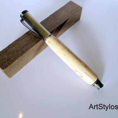 Stylo bille en bois de hêtre échauffé