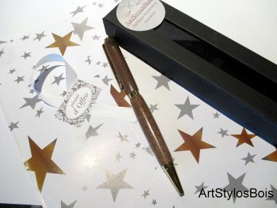 Stylo bille en bois de Noyer avec gravure coeur