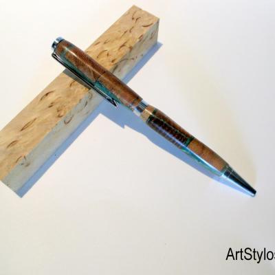Stylo bille en résine artisanale et chutes de bois
